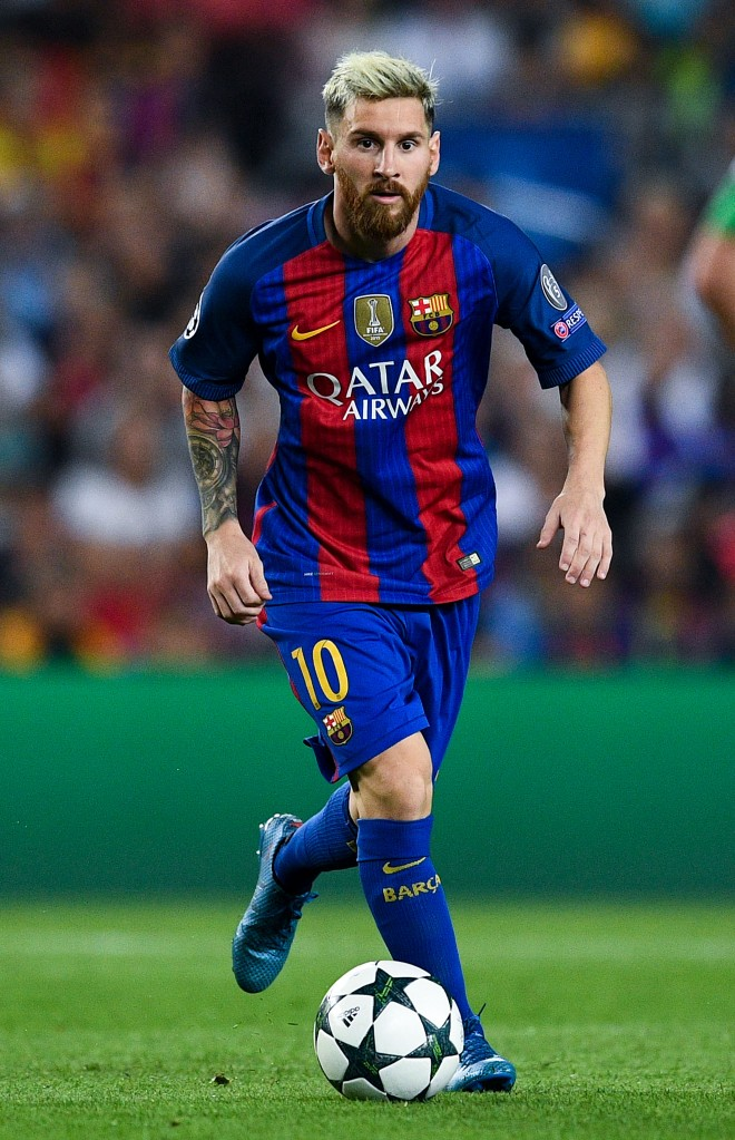 BARCELONA, SPAIN - SEPTEMBER 13: Lionel Messi of FC Barcelona runs with the ball during the UEFA Champions League Group C match between FC Barcelona and Celtic FC at Camp Nou on September 13, 2016 in Barcelona, . (Photo by David Ramos/Getty Images)